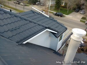 Complex roof with gray tiles9
